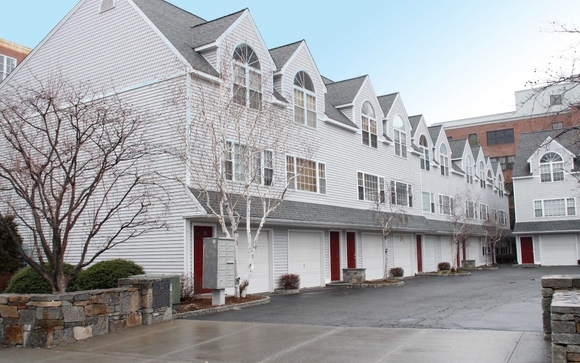 Live In The Heart Of Downtown Stamford In This 2/3 Bedroom, 1.5 Bath  Tri Plex Unit Built In 1999. Lots Of Storage, And Extra Space For  Office/exercise Room.