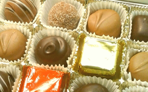 1475202074 box assorted chocolate 24 close up 2016