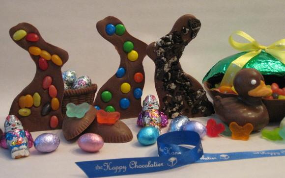 1489606186 milk  chocolate easter bunnies milk chocolate duck milk chocolate egg row close up