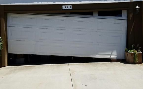 Merveilleux We Repair Garage Door Off Track, Cable Replacement U0026 Repair, Balance Garage  Door, Panel Repair, Adjust Garage Door ALL OVER LONG BEACH, CA